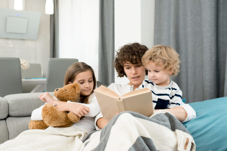 Читаем с детьми на иврите: Госпожа Доска и господин Скалка