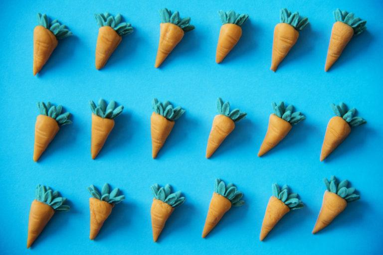 Палки, колеса и морковка - афоризма на иврите