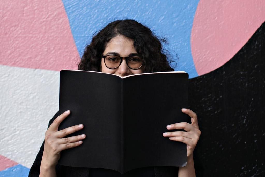 Svobodno-govorit-na-ivrite-ivrikaru Photo by Laika Notebooks on Unsplash
