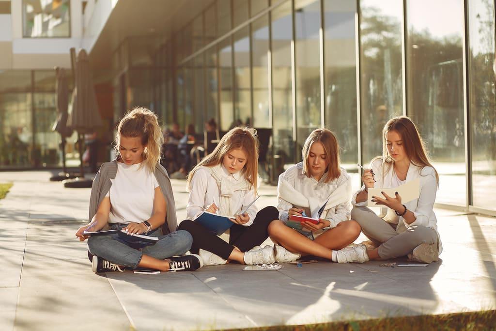 студенты IVRIKARU